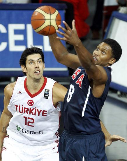 图文-[世锦赛]土耳其64-81美国 盖伊试图控制球