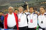 图文-[世预赛]中国队VS伊拉克国足教练组众志成城