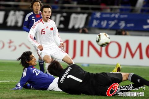 图文-[男足东亚四强赛]中国0-0日本 杨昊再成焦点