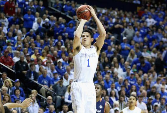 拔尖的篮球智商、机警的无球跑动是布克的标签
