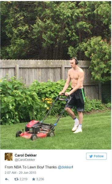 德克尔修剪草坪