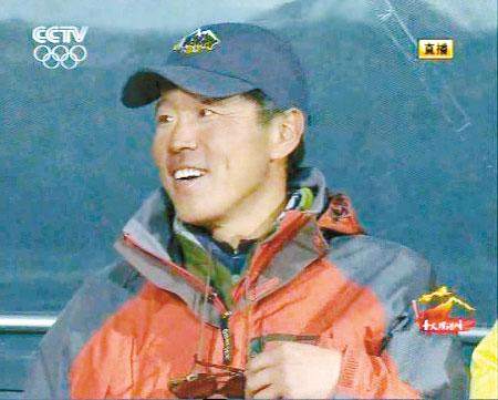 登山队员罗申:护送圣火是最大荣誉 戴眼镜显老到