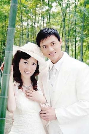 仲满婚礼定在9月19日 爱妻最心疼他脚底生茧(图)