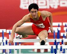 东亚运男子110米栏决赛刘翔轻松夺魁实现三连冠