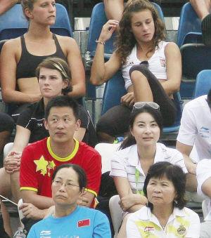 世泳赛男子双人十米台迎贵宾 郭晶晶现身不见霍启刚
