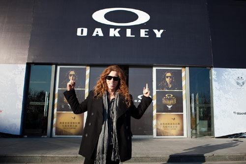 oakley holbrook black and gold  oakley
