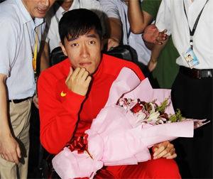 刘翔露出笑容:回到上海很开心还没想里约奥运