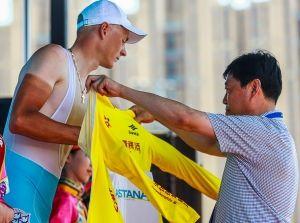 环湖赛结束银川赛段争夺大团冲刺黄衫蓝衫仍属1人
