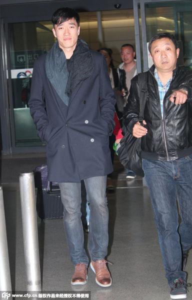 刘翔抵达上海露尴尬笑容