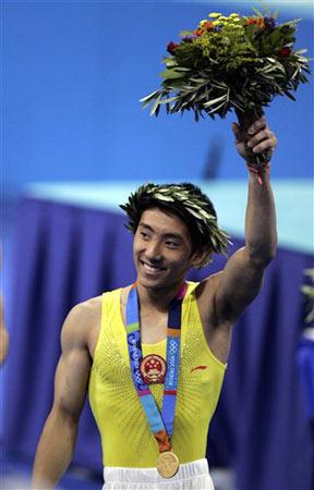 图文-雅典奥运(28届)中国金牌榜 滕海滨鞍马摘金