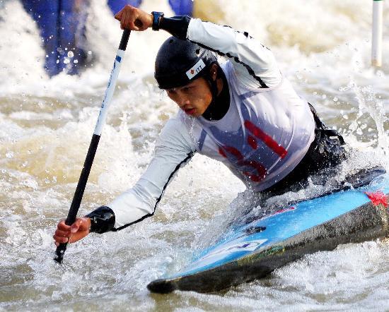 图文-皮划艇全国激流回旋秋季冠军赛 滕志强夺冠