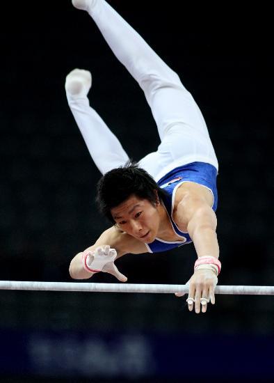 图文-体操邀请赛中国男团夺冠 金洙眠在单杠比赛中