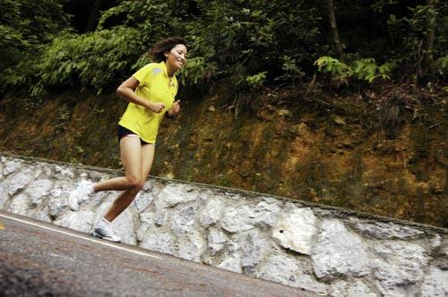 图文-奥运舵手总决赛第一集次仁吉跑步显轻松
