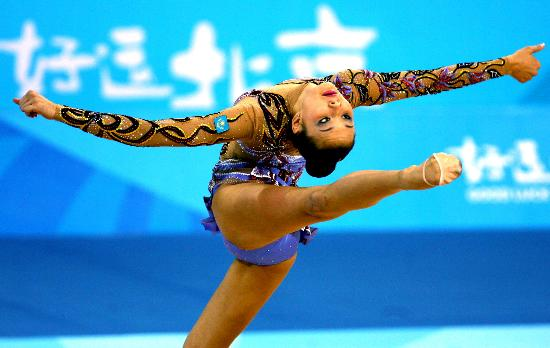 图文-艺术体操个人全能资格赛尤苏波娃暂列第四