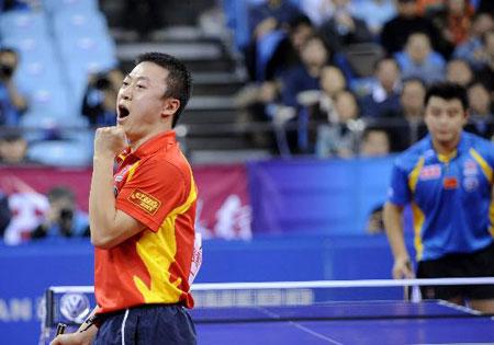 图文-乒联总决赛男单马琳二度捧杯为自己呐喊加油