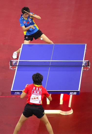 图文-乒联总决赛女单决赛李晓霞与郭跃远台对峙