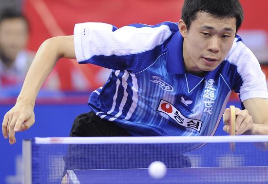 图文-乒球测试赛韩国男队获亚军 李廷佑斗志不减