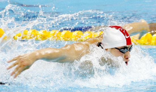 图文-好运北京中国游泳公开赛赛况 运动员奋力冲刺