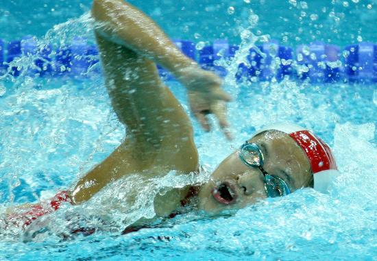 图文-好运北京中国游泳公开赛赛况 陈燕燕大口换气