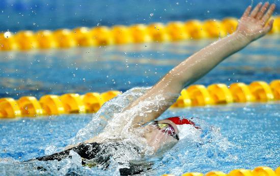 图文-奥运游泳测试赛5日赛况 于锐舒展双臂