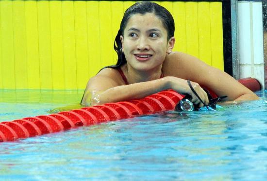 图文-奥运游泳测试赛5日赛况 陈燕燕第一个触壁