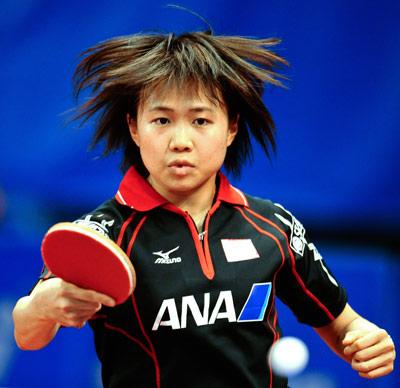 图文-世乒赛女团日本3-1捷克 平野早矢香反手回球