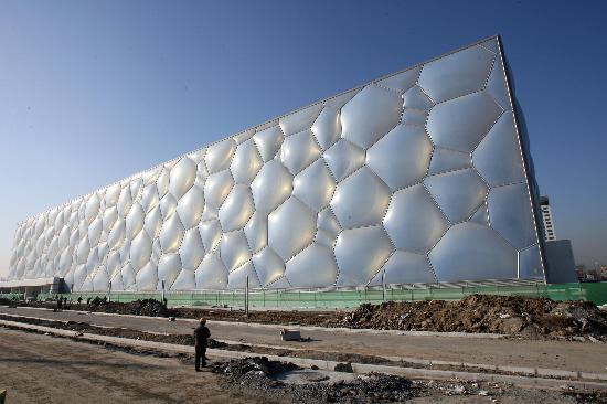 是世界上建筑面积最大,功能要求最复杂的膜结构场馆,为国内外建筑界
