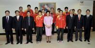 图文-陈至立会见中国乒乓球女队集体合影留念
