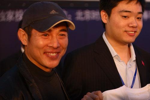 图文-斯诺克中国赛新闻发布会丁俊晖与李连杰合影