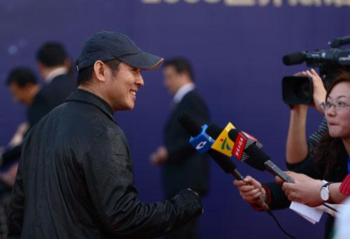 图文-众星闪耀斯诺克中国公开赛媒体迫不及待采访李连杰