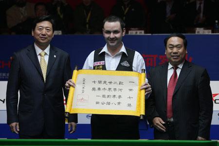 图文-斯诺克中国赛马奎尔夺冠马奎尔收获满分奖