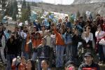 图文-奥运圣火在阿拉木图传递 当地群众很热情