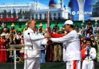 图文-北京奥运圣火在哈萨克斯坦传递 总统交接棒