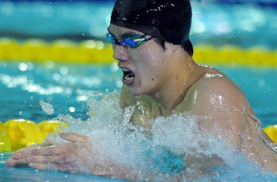 图文-全国游泳冠军赛3日预赛 赖忠坚在比赛中