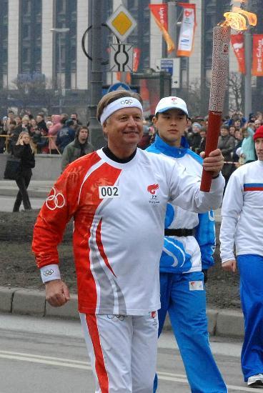 图文-奥运圣火传递在圣彼得堡举行 俄奥委会主席