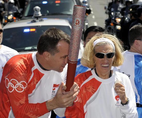 图文-北京奥运圣火在旧金山传递 科普拉和迪普朗捷