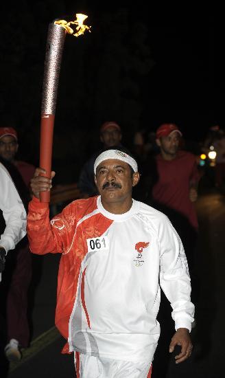 图文-圣火传递活动在马斯喀特举行 萨利姆光荣一刻