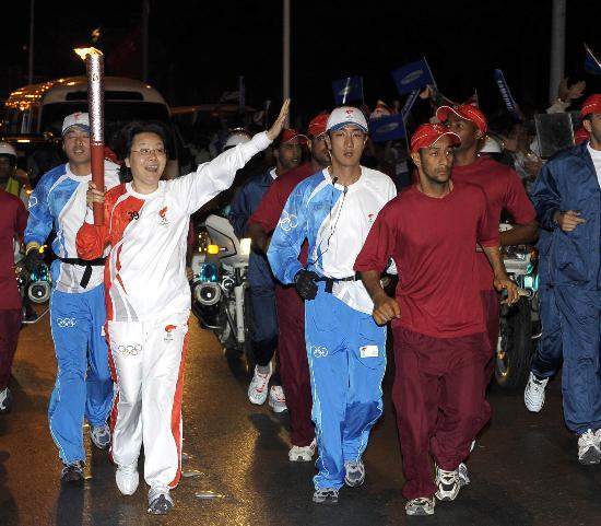 图文-圣火传递活动在马斯喀特举行 北京欢迎你们!