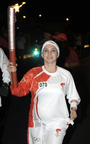 图文-圣火传递活动在马斯喀特举行 火炬手苏拉夫