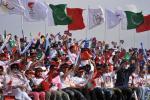 图文-北京奥运圣火在伊斯兰堡传递 万众瞩目欢庆