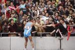 图文-司天峰获得男子50公里竞走冠军 接受观众祝贺