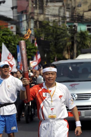 图文-北京奥运圣火在曼谷传递 泰国泰华农民银行CEO