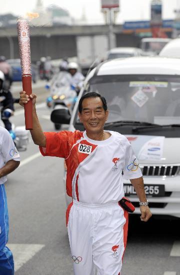 图文-北京奥运圣火在吉隆坡传递 28号火炬手传递