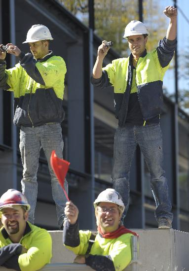 图文-奥运圣火在堪培拉传递 当地民众热情观看