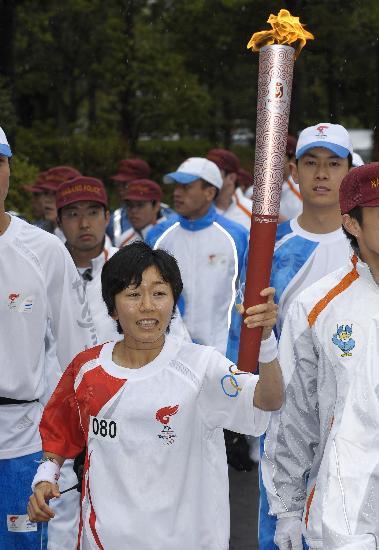 图文-北京奥运会火炬在长野传递 最后一棒传递