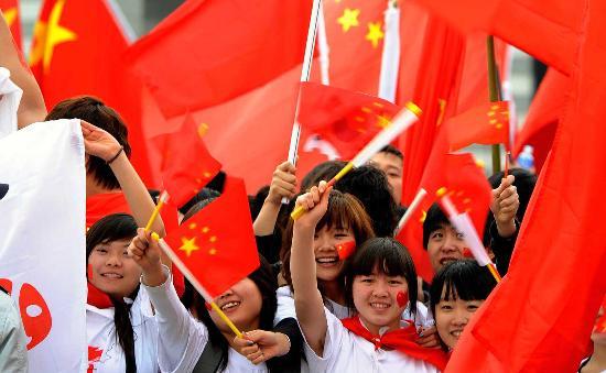 图文-北京奥运会圣火在首尔传递 中国国旗很灿烂