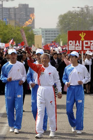 图文-北京奥运会火炬在平壤传递 他是世界杯英雄