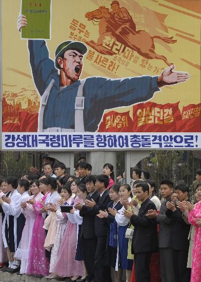 图文-北京奥运会火炬在平壤传递 朝鲜民众井然有序