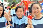 图文-奥运圣火在澳门传递孩子是奥林匹克的未来