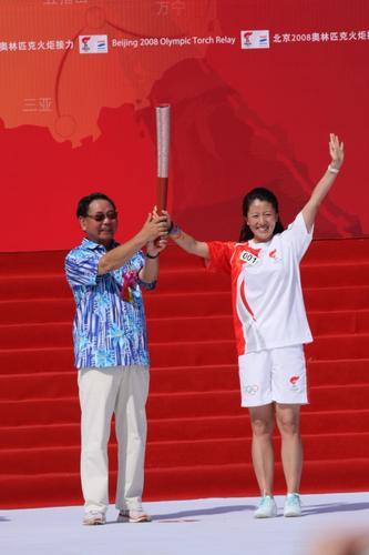 图文-北京奥运圣火在三亚传递 这一刻如此荣耀